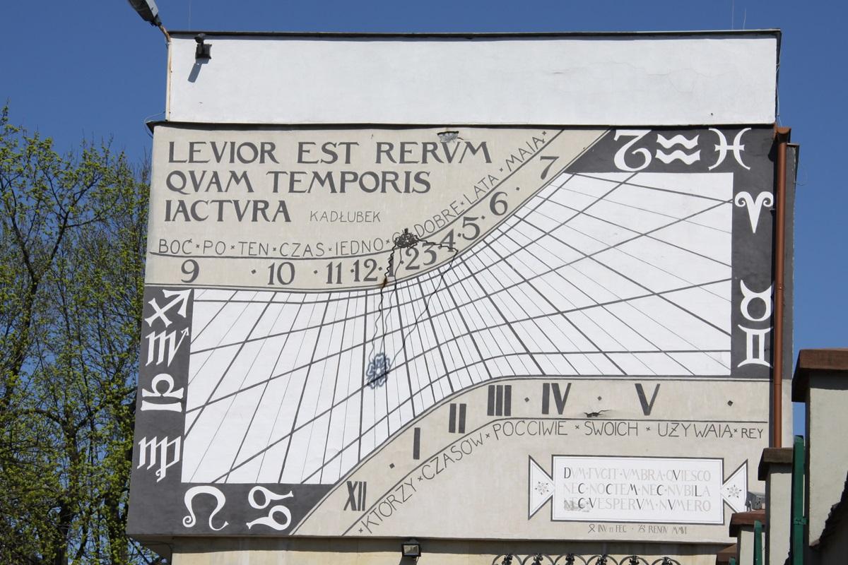 Zegary słoneczne i mechaniczne w Jędrzejowie. Warsztaty zegarmistrzowskie