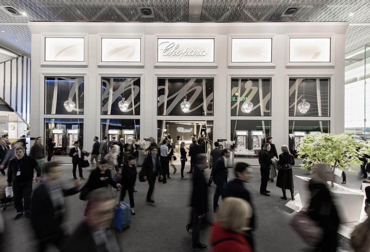 targi w Bazylei - widok na witrynę marki Chopard