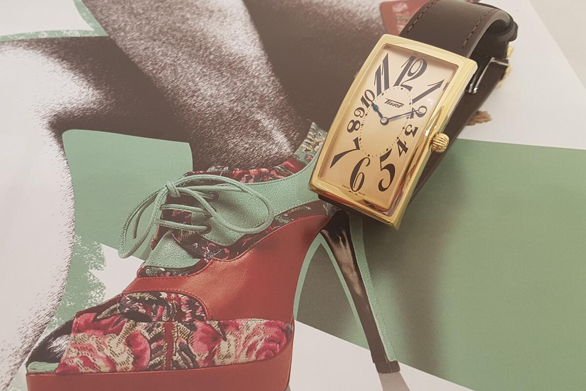 Ekstrawagancki zegarek damski z prostokątną tarczą