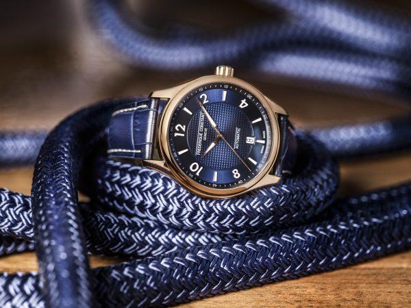 Zegarek Frederique Constant z niebieskim skórzanym paskiem