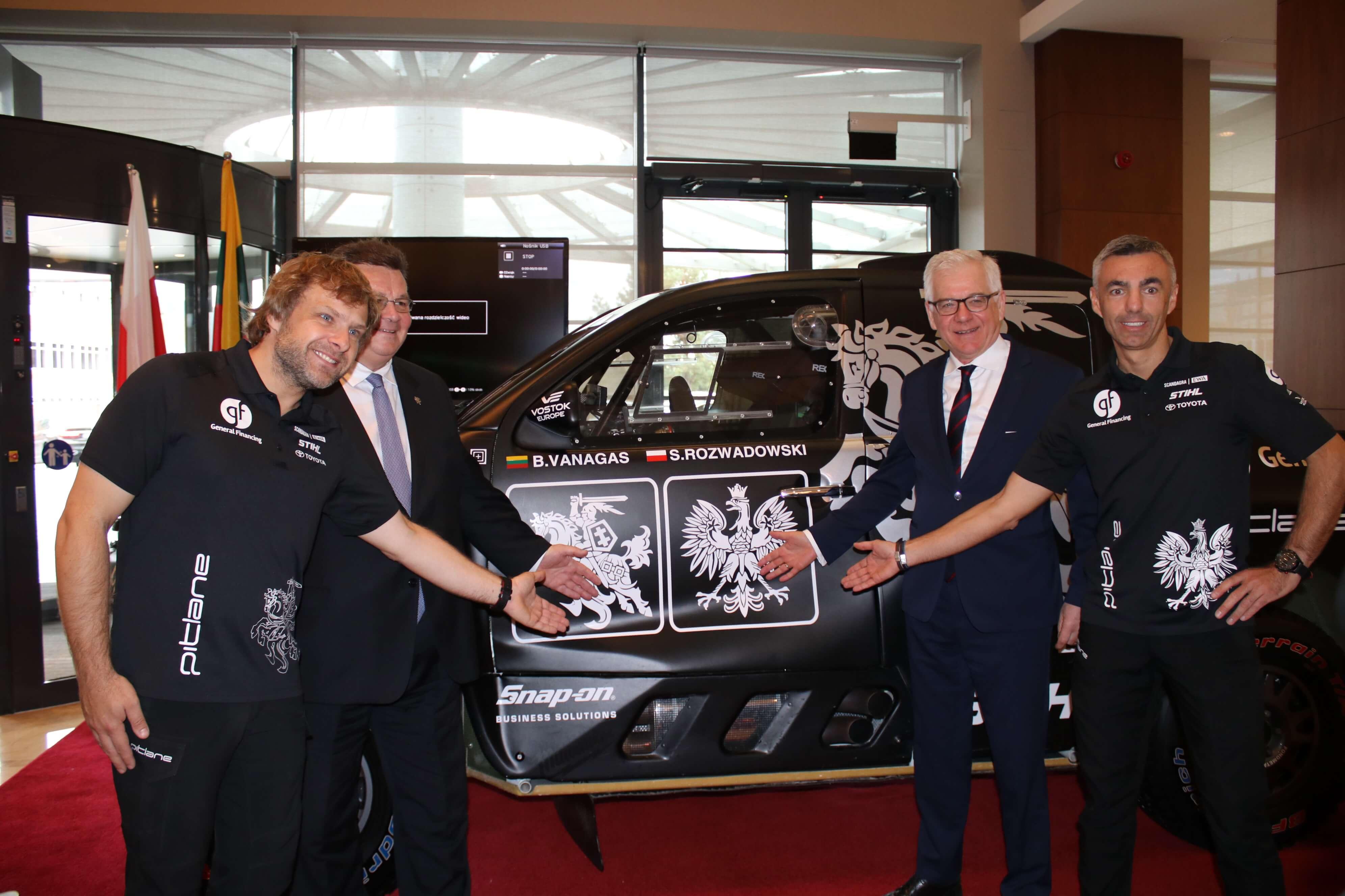 Litewsko-polski duet prezentuje swój samochód rajdowy na Rajd Dakar 2019