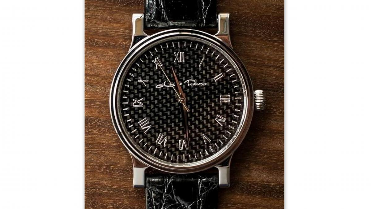 eb4a64200fdc0a Najbardziej sportowym zegarkiem w całej kolekcji firmy Leon Prokop jest  elektroniczny Bolt Black Racer który ma tarczę wykonaną z kompozytów  węglowych ...