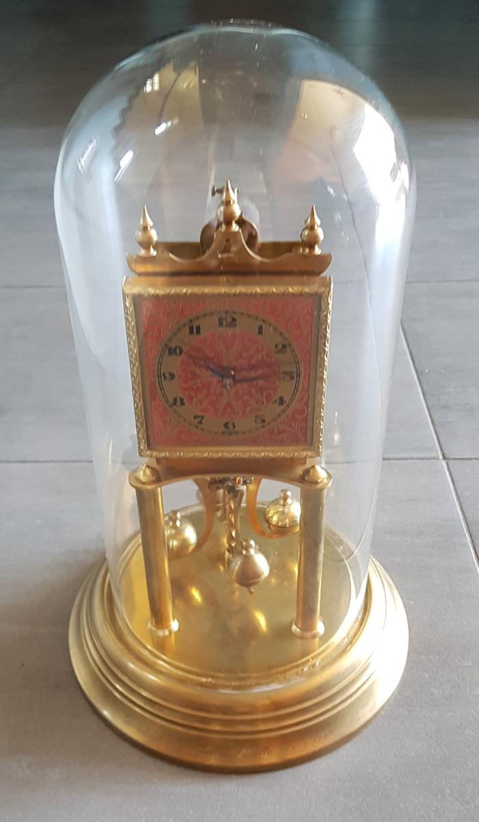 zegar roczny z kloszem